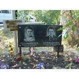 гранитная табличка на кладбище  - Фото