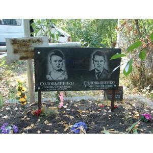 гранитная табличка на кладбище