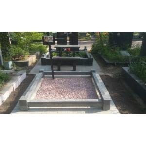 Цоколь на лесном кладбище