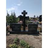 крест на кладбище вишневое  - Фото