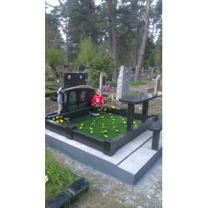 Лесное кладбище надгробия