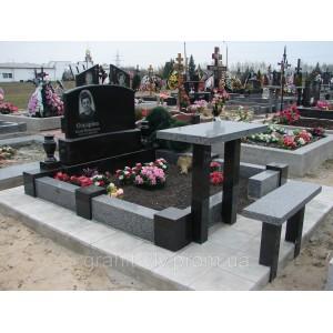 Мемориальный комплекс из гранита - памятник