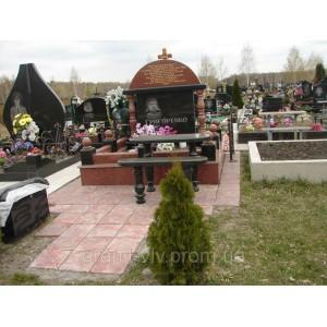 Надгробие на могилу с цветником масивным   киев