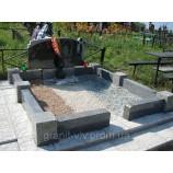 Монумент на кладбище  из камня - Фото