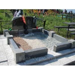 Монумент на кладбище  из камня