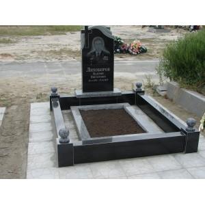 Надгробия лесное кладбище