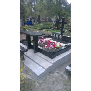 Мемориальный комплекс на кладбище города Киева