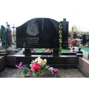 Памятник гранитный для кладбища.